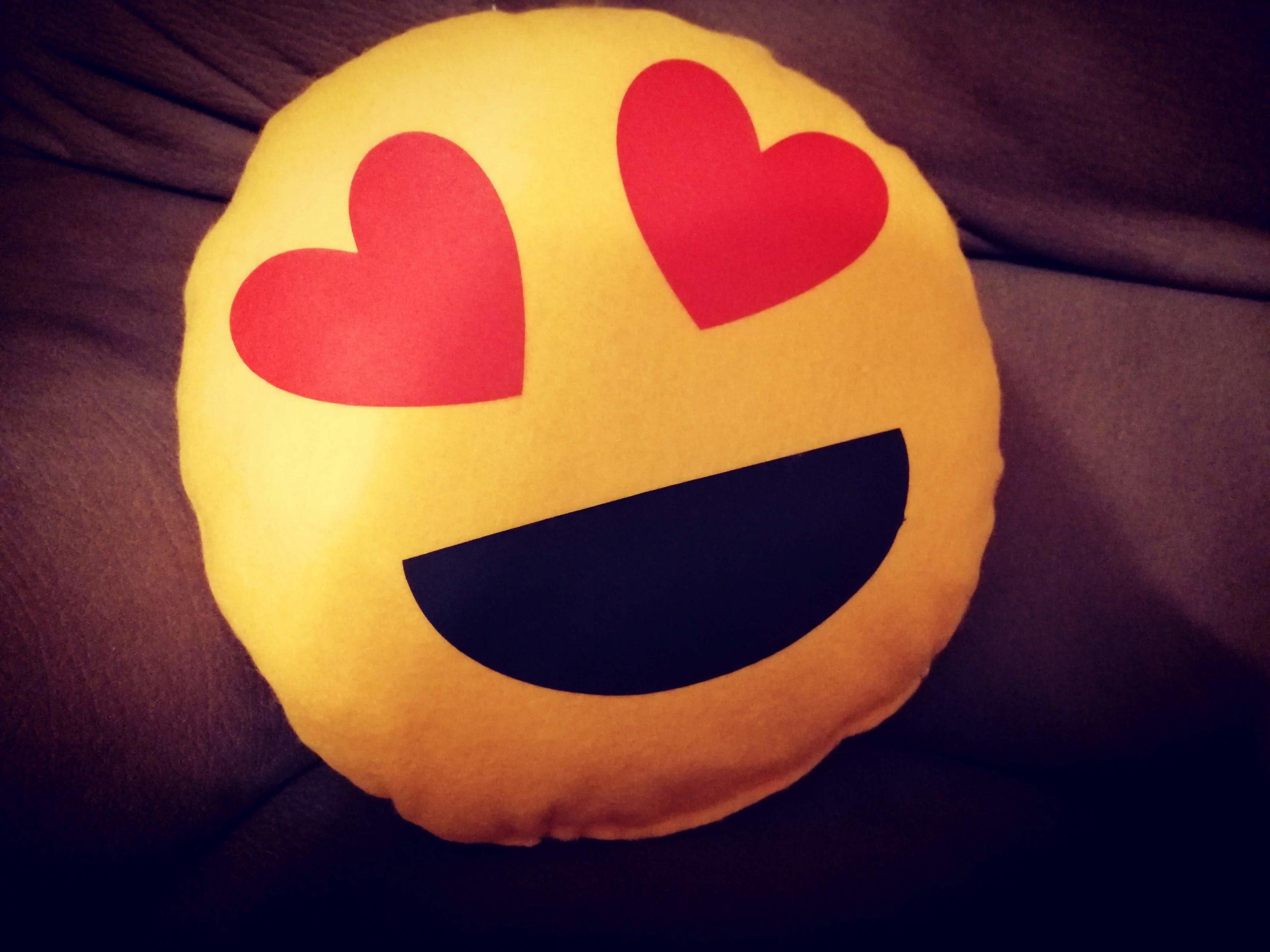 Come realizzare un cuscino emoji